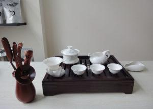 A tea set sitting on a tray. Source: Teavivre.com > Tea Pictures